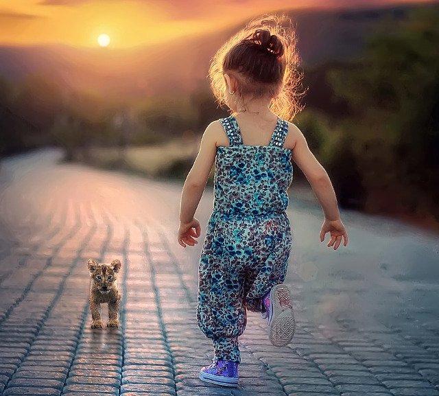 Fot. Pixabay / [url=https://pixabay.com/en/child-children-girl-happy-people-817371/]Bessi[/url] / [url=https://pixabay.com/en/service/terms/#download_terms]CC0 Public Domain[/url]