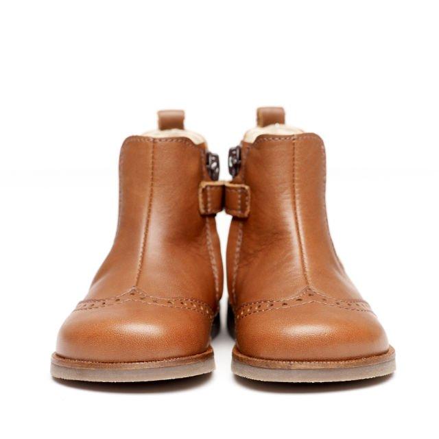 Trzeba pamiętać o odpowiednim doborze obuwia w zależności od powierzchni, po której najczęściej chodzi dziecko.
