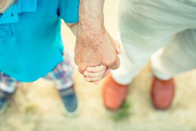 Czy bycie dzieckiem starszych rodziców to same minusy?