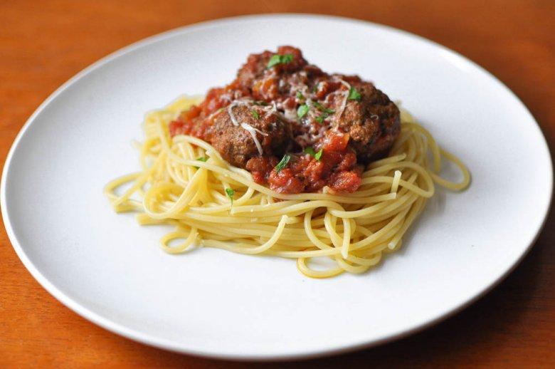 Spaghetti z pulpetami wołowymi w sosie Marinara