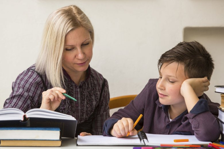 Jeśli twoje dziecko przez nagłą chorobę lub wypadek będzie nieobecne w szkole przez kilka dni, możesz zorganizować i opłacić mu domowe korepetycje w ramach ubezpieczenia.