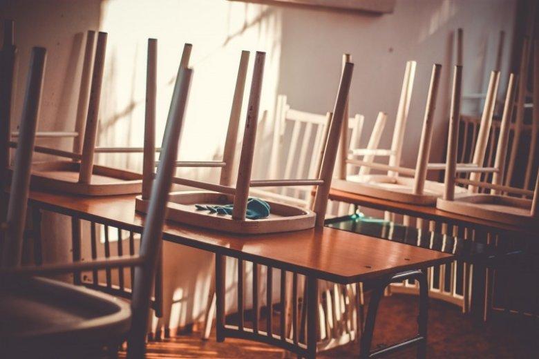 Siedzenie na krzesłach jest passe