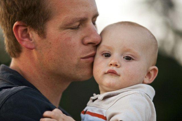 Przytulane dzieci rzadziej chorują i szybciej się rozwijają.