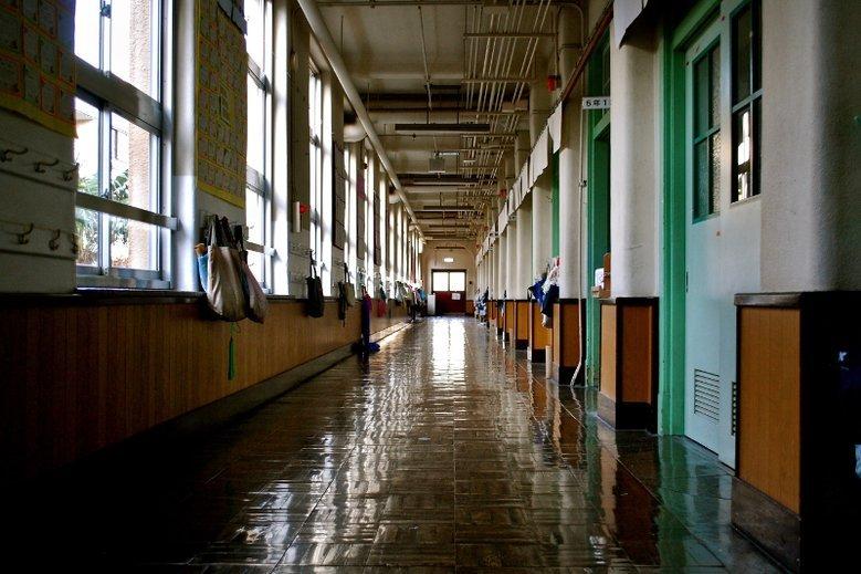 Jak zwracać się do nauczycieli? Liceum w Warszawie ma kuriozalne wymagania
