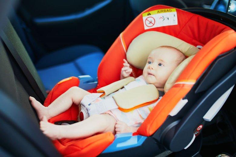 """Naklejka """"KiD"""" na fotelik samochodowy dziecka to pomysł, który ratuje życie!"""