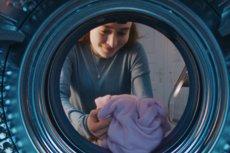Pralka z bębnem QuickDrive, technologią EcoBubble i funkcją AddWash wybawi cię od największych bolączek prania