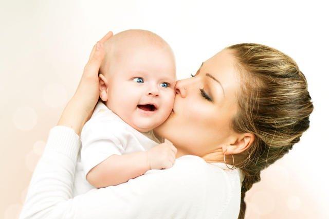Całowanie dziecka: jest bezpieczne czy nie jest?
