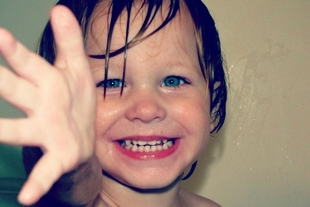 Fot. Pixabay / [url=https://pixabay.com/pl/chłopiec-twarz-szczęśliwy-uśmiech-67853/]Greyerbaby [/url] / [url=https://pixabay.com/pl/service/terms/#usage] CC0 Public Domain [/url]