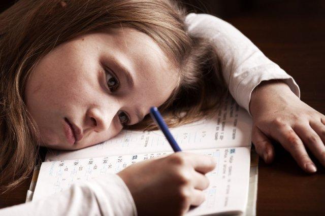 Dzieci często mają problem z koncentracją na nauce.