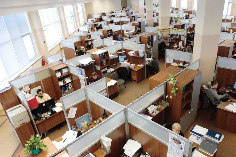 Fot. Pixabay/ [url=http://pixabay.com/pl/rosja-urz%C4%85d-m%C4%99%C5%BCczyzn-kobiety-praca-95311/]tpsdave[/url] / [url= http://pixabay.com/pl/service/terms/#download_terms]CC O[/url] Zgłoś się do pośrednika pracy i ustal z nim Indywidualny Plan Działania