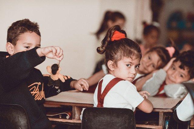 7ccb29189d Rodzice zachowują się na szkolnych zebraniach gorzej niż dzieci w szkolnych  ławkach.
