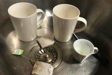 Trik z torebką herbaty.