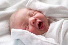 Niedrapki dla noworodka: tak czy nie? Coraz więcej mówi się o tym, że są one zbędne