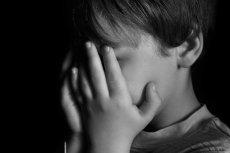Przez decyzję ojca chłopiec jest ciężko chory