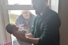 Tak dziadkowie odwiedzają nowo narodzonego wnuka