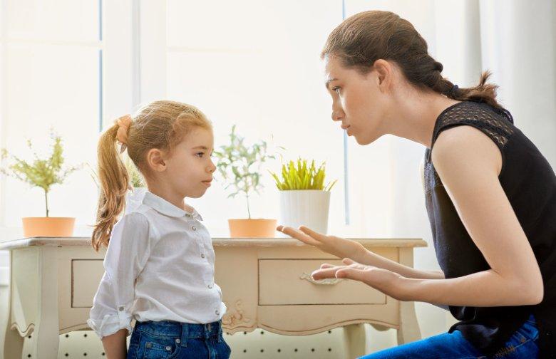 Zakazy i wyręczanie dziecka w każdej czynności koniec końców przyniesie więcej szkód niż pożytku