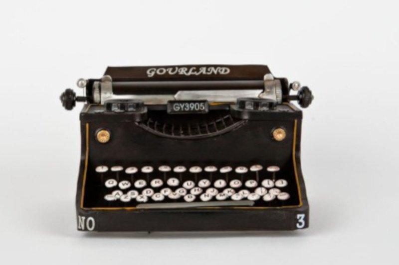 Prezent komunijny – model maszyny do pisania.