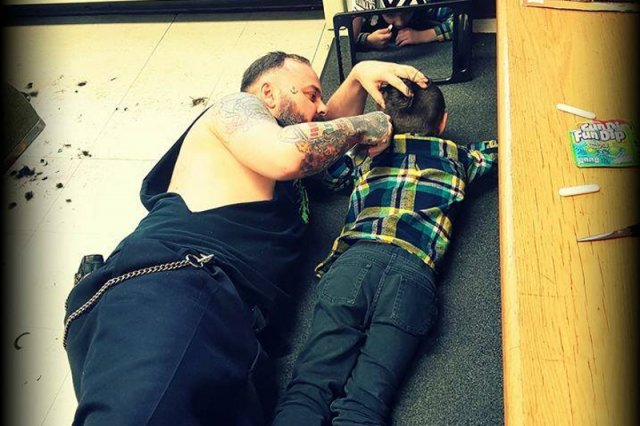 Wzruszająca postawa fryzjera wobec chłopca z autyzmem.