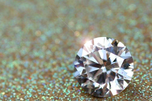 Wielu rodziców wierzy, że decydując się zrobić diament z prochów dziecka, będą mieli je cały czas przy sobie