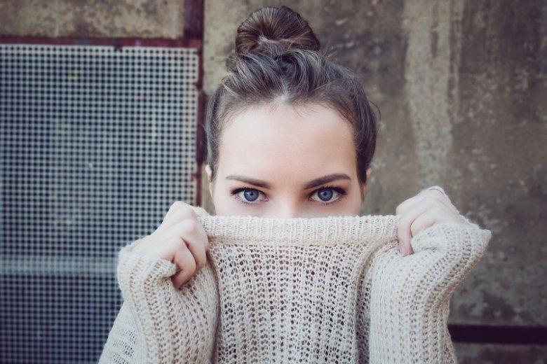 gryzący sweter