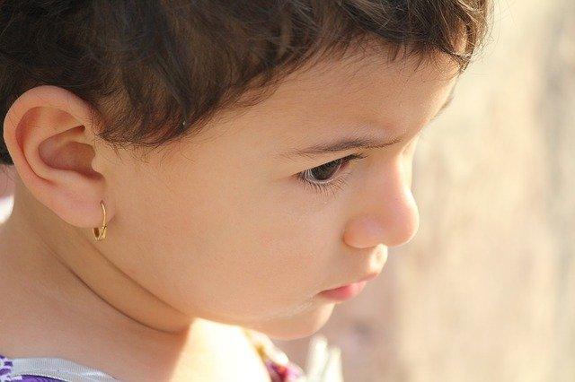 Fot. Pixabay/[url=https://pixabay.com/pl/dziewczyna-portret-dziecko-%C5%82adny-883010/]BlueMix[/url] / [url=  http://pixabay.com/pl/service/terms/#download_terms]CC O[/url]