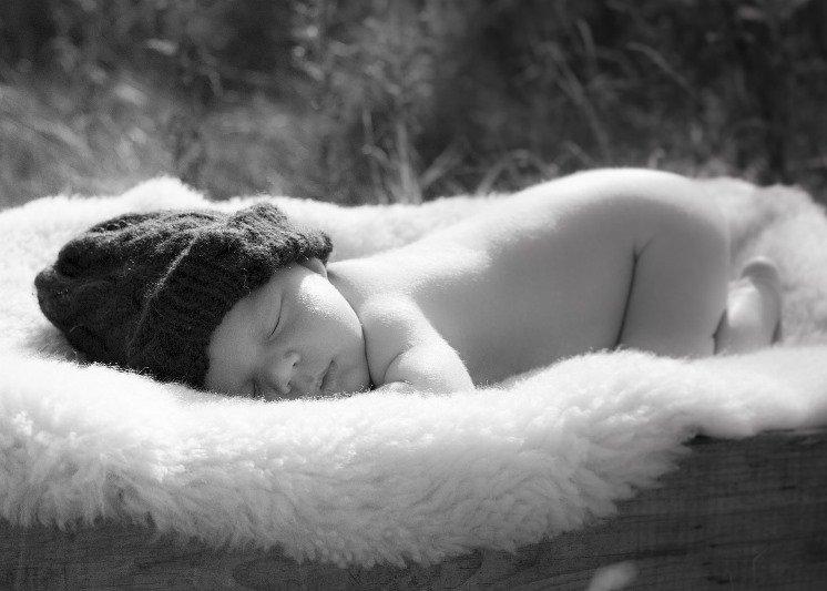 Masaż dziecka powinien odbywać się w spokoju.
