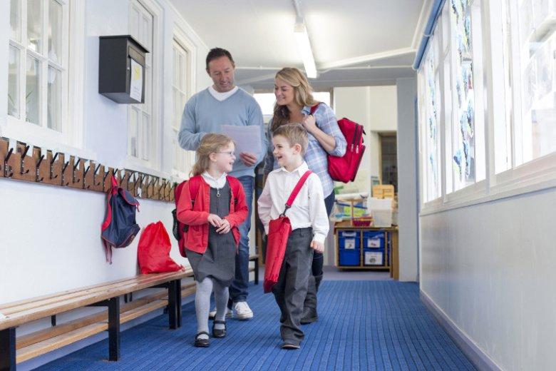 Grupowe ubezpieczenie szkolne jest dobrowolne. Większość rodziców decyduje się płacić składkę za objęcie ich dzieci ochroną od następstw nieszczęśliwych wypadków