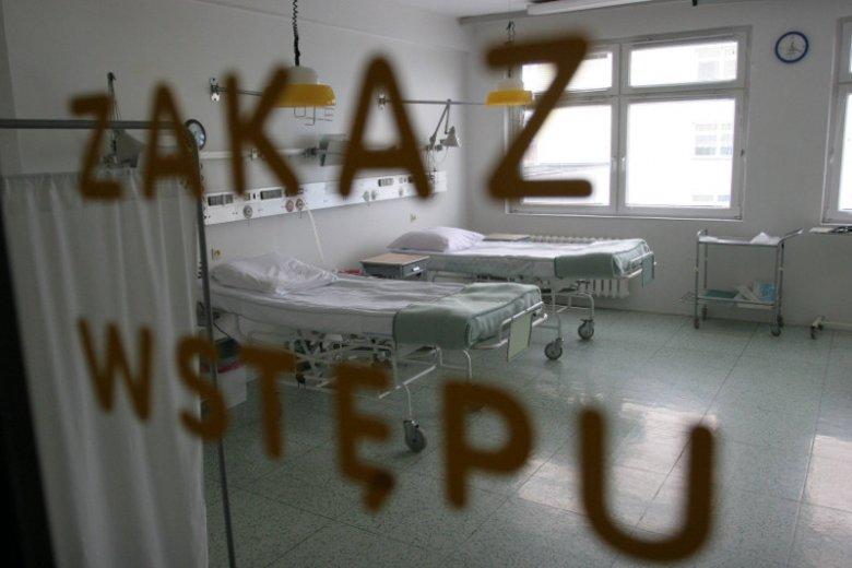 Kobieta urodziła na szpitalnej podłodze, sprawę umorzono