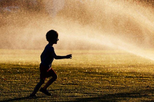 Kąpiele w fontannach a zdrowie dzieci.