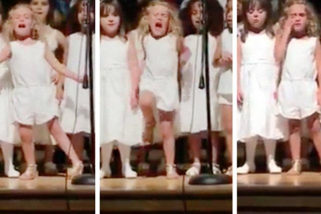 4 – letnia Sophie kompletnie zatraciła się w wykonaniu popularnej piosenki z najnowszej produkcji Disney'a.