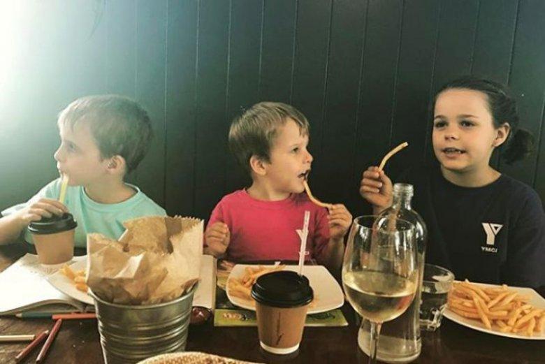 Wspólna kolacja z dziećmi to czasem prawdziwe święto