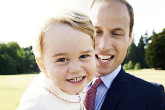 Książę William uważany jest za wspaniałego ojca. Na zdjęciach widać, że łączy go z synkiem bardzo silna więź.