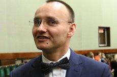 Mikołaj Pawlak słynie z prawicowych poglądów. Został wybrany głosami PiS