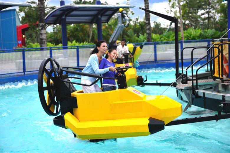 Jeden wielki plac zabaw dla dzieci. Tak można określić Dubaj w Zjednoczonych Emiratach Arabskich. Na zdjęciu karuzela Wave Racers w parku Legoland w kompleksie Dubai Parks and Resorts