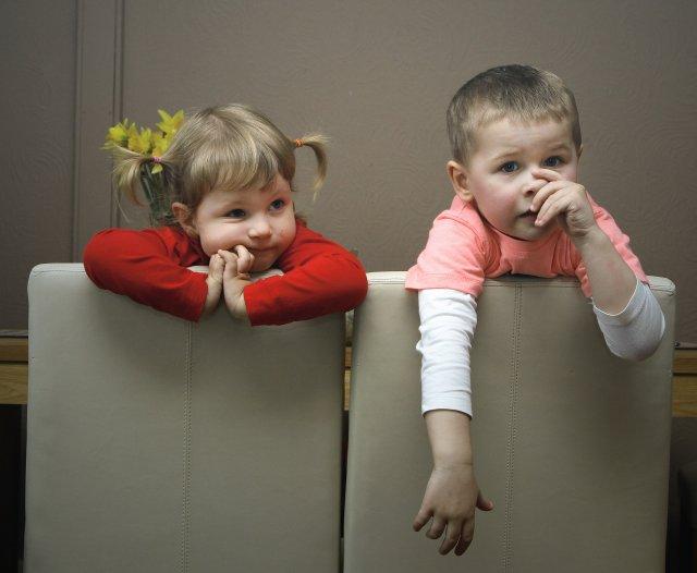 Dyspraksja u dzieci w wieku przedszkolnym i szkolnym może objawiać się w wielu codziennych sytuacjach, wymagających precyzyjnego zaplanowania czynności i jej wykonania