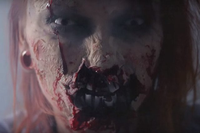 Fot. Screen z Youtube / [url=https://www.youtube.com/watch?v=oopj_xKM6Ng]Red Lipstick Monster[/url]