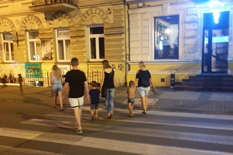 Półnagie dzieci w centrum miasta już nikogo nie dziwią?