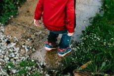 Epidemia bezruchu śród dzieci. Zadbaj o aktywność fizyczną na święta