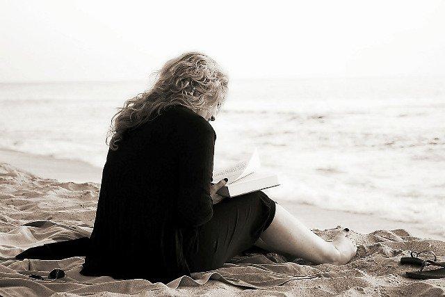 Fot. Flickr / [url=https://pixabay.com/en/read-book-reading-literature-books-369040/]makunin[/url] / [url=https://pixabay.com/en/service/terms/#usage]CC0 Public Domain[/url]