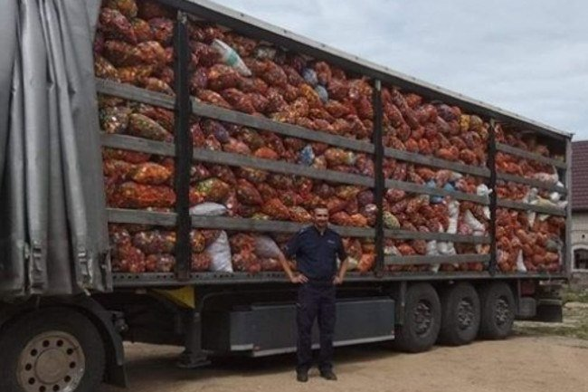 Dzielnicowy z Pisza zebrał 13 ton nakrętek dla ponad rocznej Poli