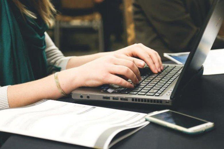 Jak poprawnie pisać słowa, które powszechnie używamy?