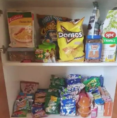 Zdjęcie szafki, które Carlie zamieściła na Facebooku
