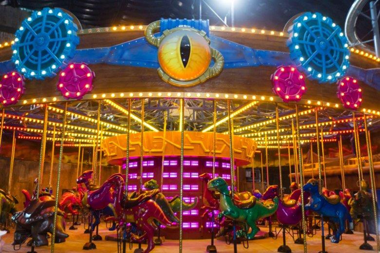Jedną ze stref tematycznych parku rozrywki IMG Worlds of Adventure jest przestrzeń poświęcona uwielbianym przez najmłodszych dinozaurom