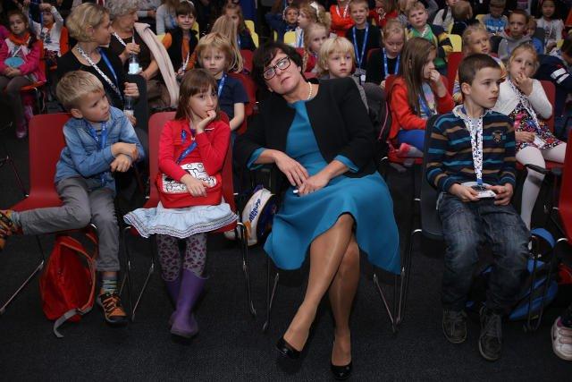 Minister edukacji Joanna Kluzik-Rostkowska namawia rodziców, by ci żądali od dyrektorów szkół zapewnienia opieki dla dzieci w czasie przerwy świątecznej.