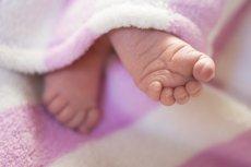 Fot. Pixabay / [url=https://pixabay.com/en/baby-newbie-feet-infant-756270/]sutipok[/url]/[url=https://pixabay.com/en/service/terms/#usage]CC0 Public Domain[/url]
