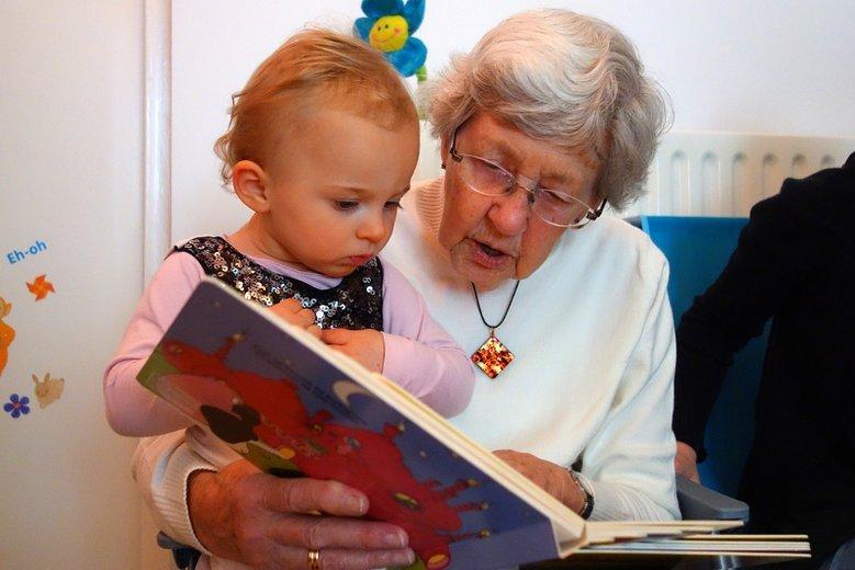 Czy dziadkowie powinni zajmować się wnukami?