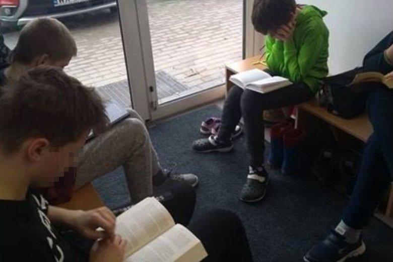 """Coraz więcej polskich szkół praktykuje """"czytanie bostońskie"""""""