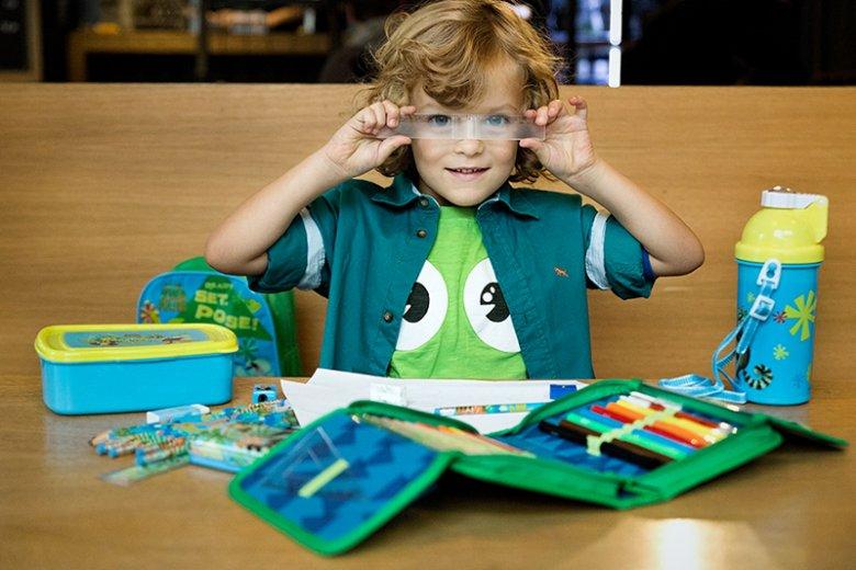 W bezpiecznej i przyjemnej dla dziecka wyprawce szkolnej liczy się nie tylko jej zawartość, ale przede wszystkim jakość poszczególnych jej elementów takich jak tornister/plecak, śniadaniówka czy piórnik
