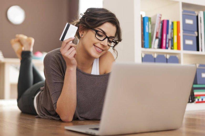 Płacenie nieswoją kartą za swoje zachcianki bez wiedzy właściciela karty, jest dość krótkowzroczne...