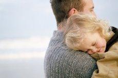 Ojciec ma wpływ na każdą ze sfer rozwoju swojego dziecka. Również seksualną.